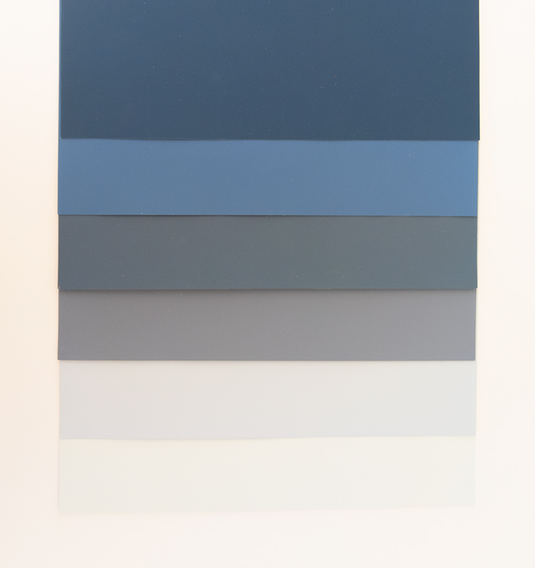 A photo of toning blue paint shades