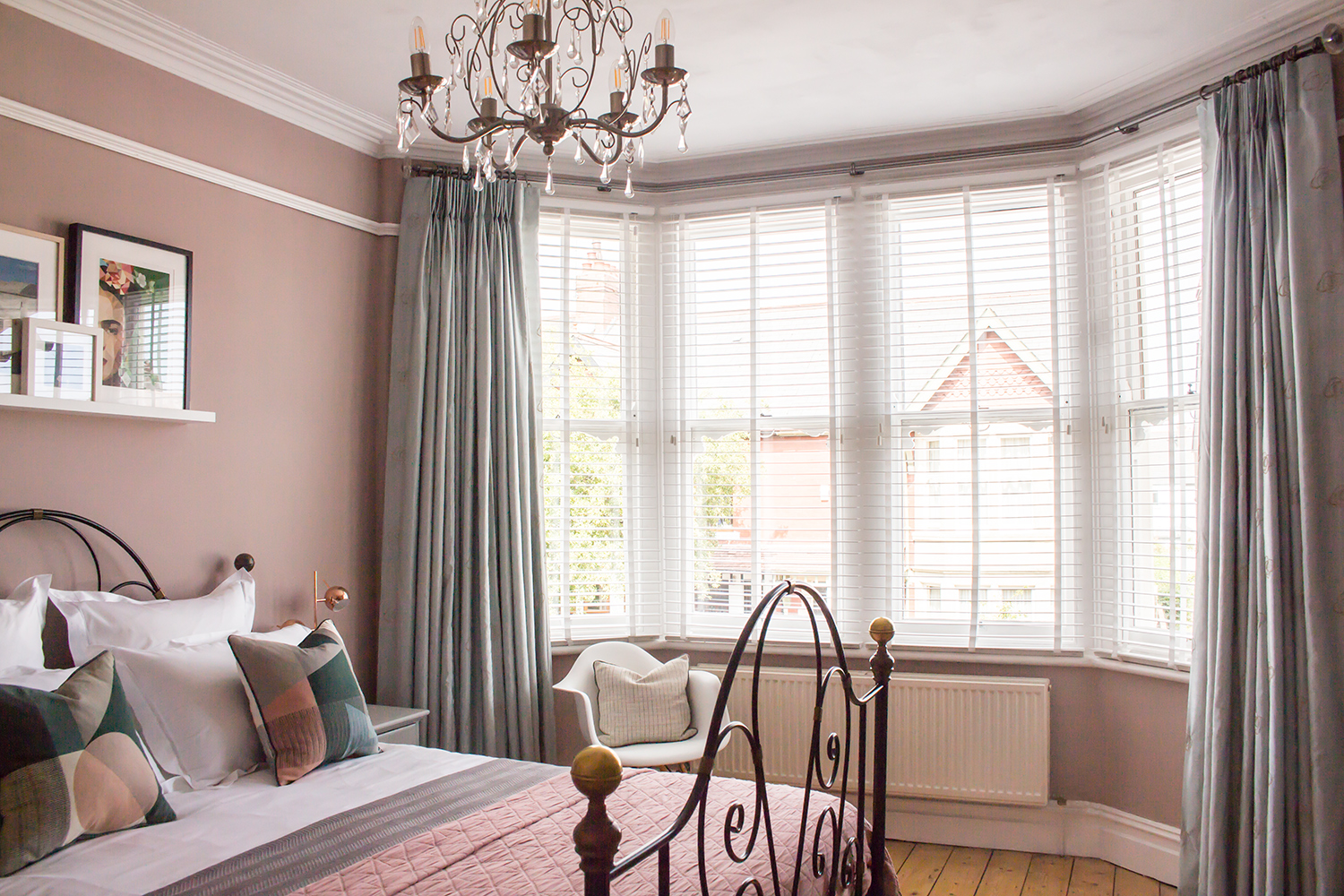 The Challenge Of Dressing A Bay Window Louise Misell Interiors