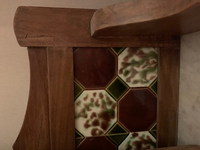 A photo of the washstand tiling at the back of it.